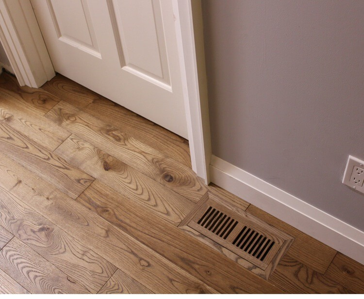 photo of flush vent in hardwood floor